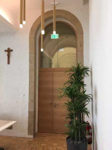 Montierte Tür als Rundbogenelement